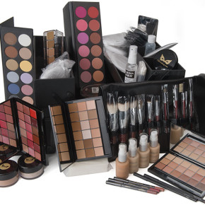 DeLuxe Makeup Kit from Camera Ready Cosmetics. Product photography by William Morton Visuals